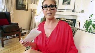 A szemüveges asszonyka megkívánja a nagy faszt