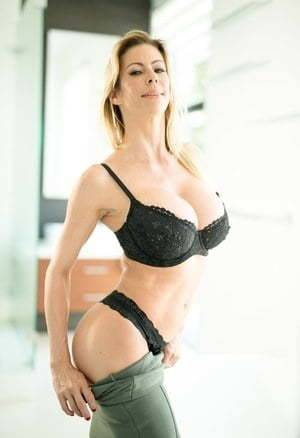 Glamour Milf in Lingerie (HQ Collection)